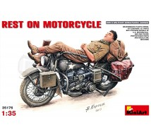 Miniart - Rest on Motorcycle