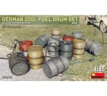 Miniart - German 200I fuel drums WWII