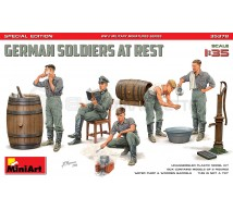 Miniart - German soldiers at rest