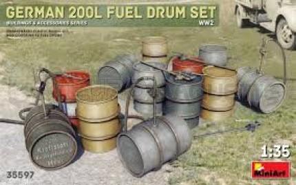 Miniart - German 200I fuel drums WWII