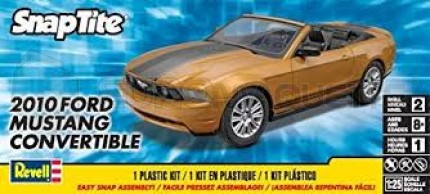 Revell - Mustang convertible 2010 (Snap)
