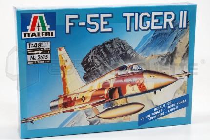Italeri - F-5E Tiger II