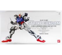 Bandai - PG GAT-X105 Strike Gundam (0131413)